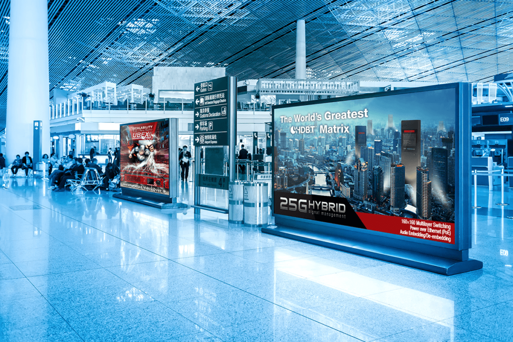WHAT IS DIGITAL SIGNAGE? 1
